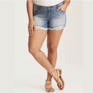 Torrid Skinny Short Jean Shorts Crochet Trim 14